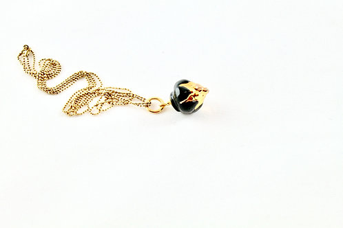 Queens Gold, black and gold pendant