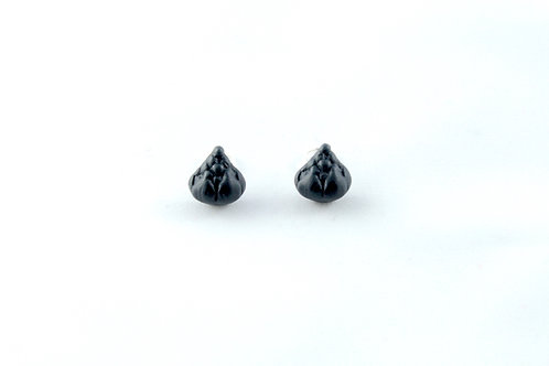 Queens silver, black ear clips