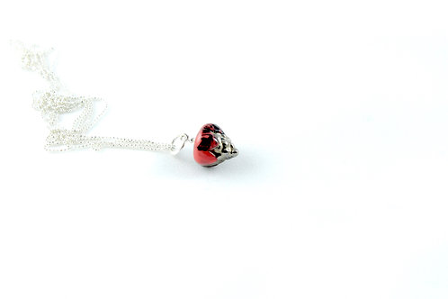 Queens silver, marble red, black and platinum pendant