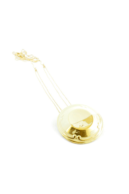 La Traviata Pendant with brooch yellow gold