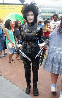 edward scissorhands cosplay comiccon
