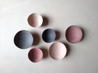 Bols, 2 formats H= 5cm diamètres= 8cm et 11cm