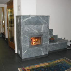 Speckstein- und Sandsteinofen