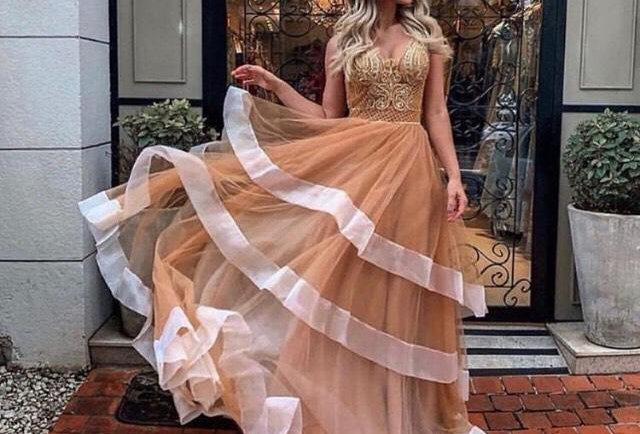 Vestido de Aluguel Longo com Saia em Camadas FA21012