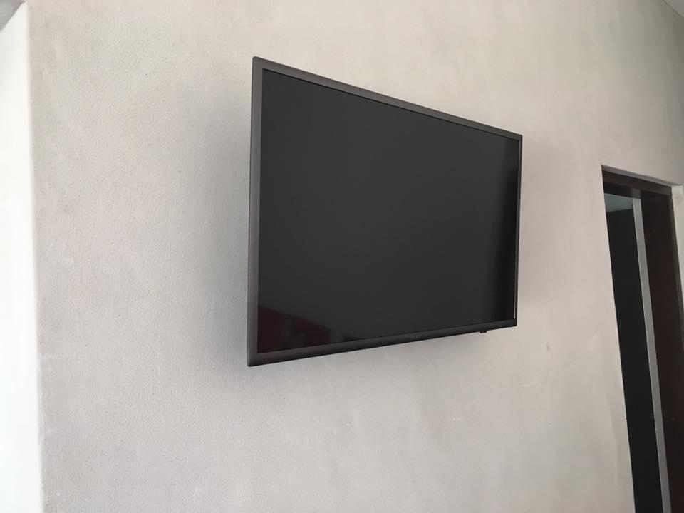 Samsung Tv on full motion Bracket