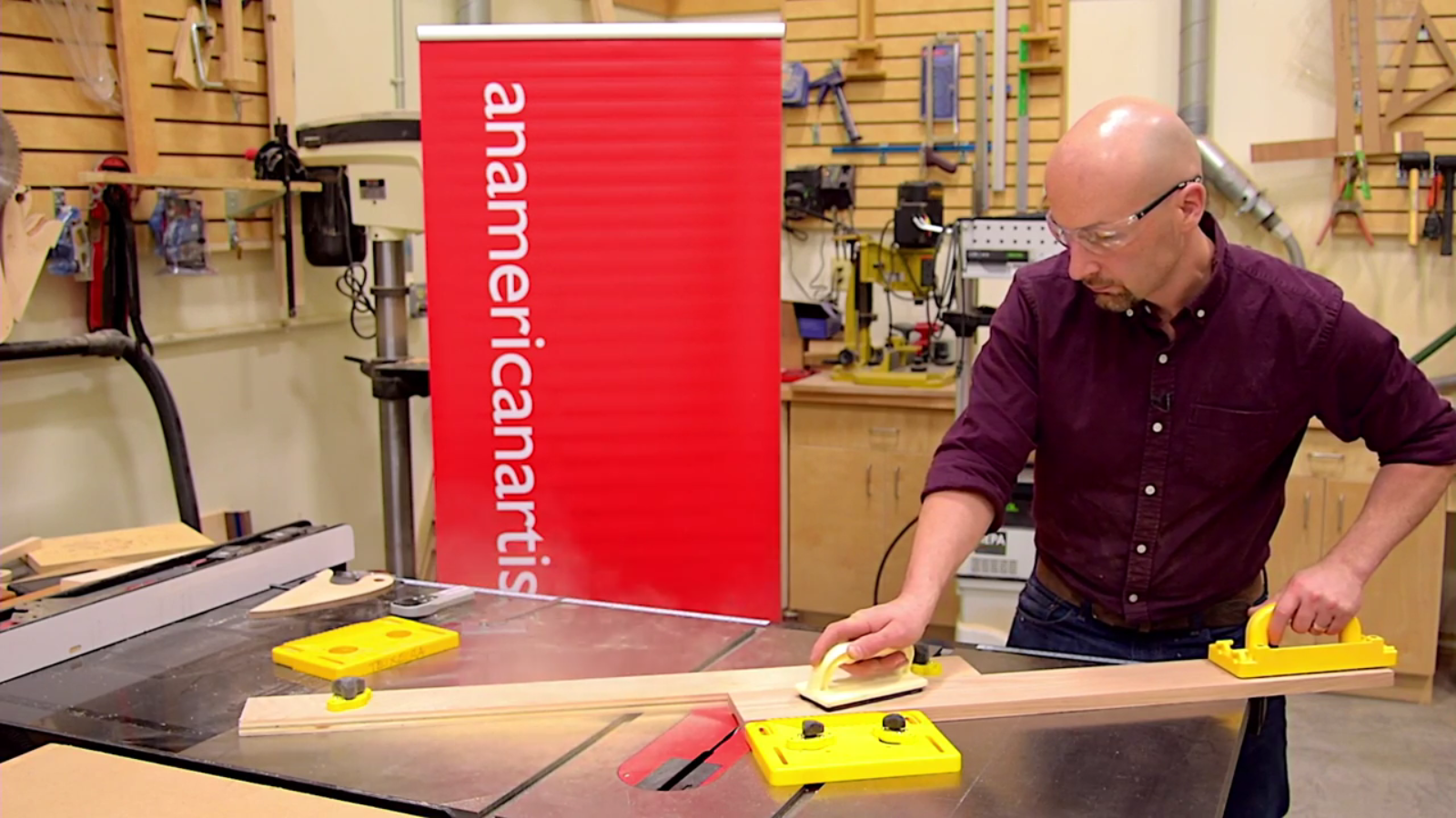 Tablesaw crown molding with magswitch featherboard