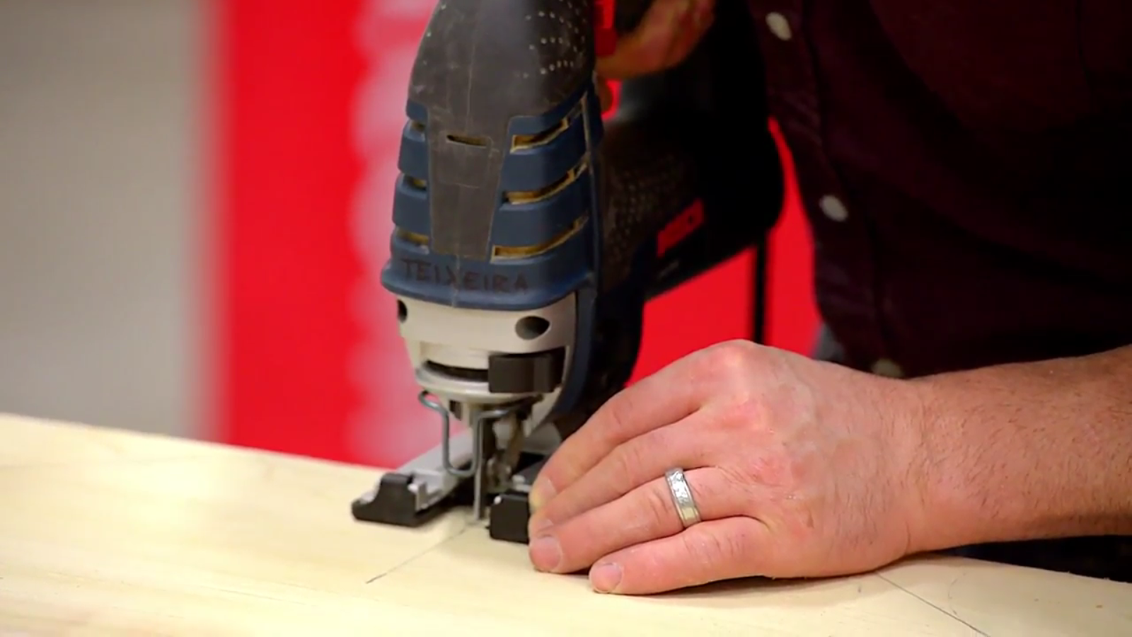 easy accurate cuts with a bosxh jigsaw