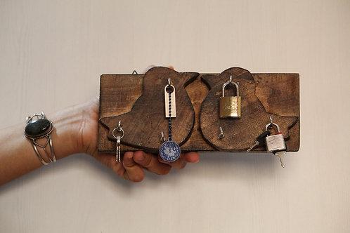 Kotsa Indian Vintage Unique Home Decor   Living Room Bird Key Holder  Showpiece