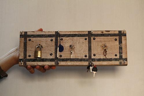 Kotsa Indian Vintage Unique Home Decor   Living Room Key Holder  Showpiece