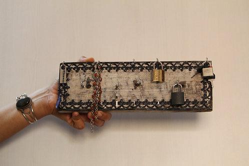 Kotsa Indian Vintage Unique Home Decor | Living Room Key Holder  Showpiece
