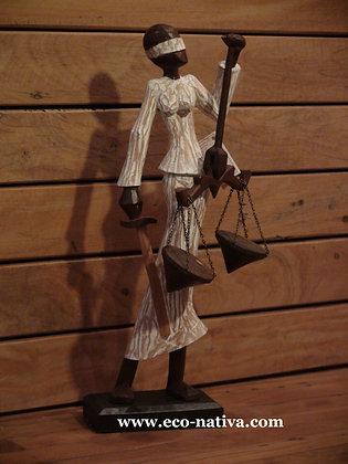 Escultura baiana em madeira - justiça