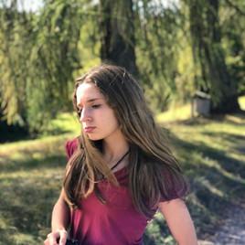 Oona Walking in Italy