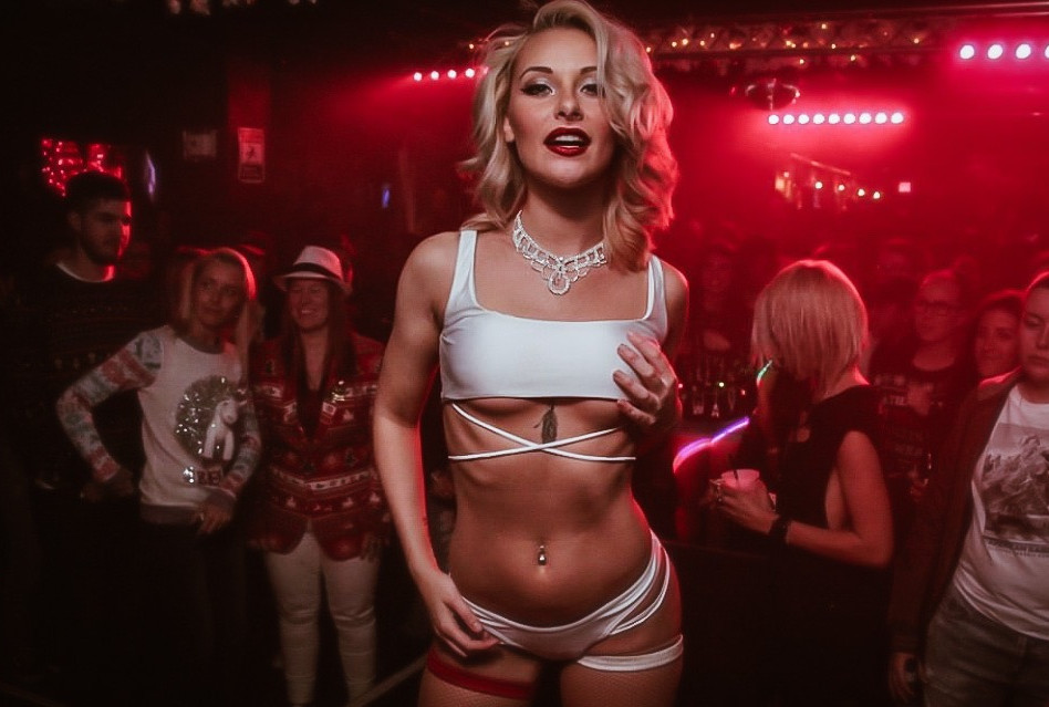 Les Vixens_Miss Tigerlily_Girl The Party