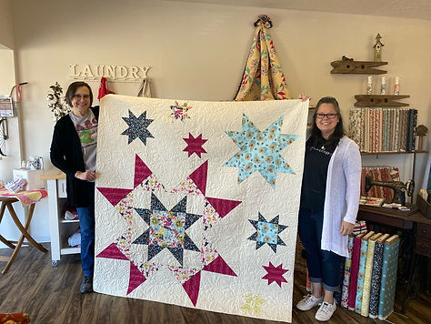 Cindy with Desiree and her quilt Mar 202
