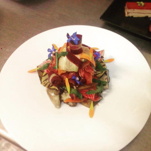 Sablé parmesan, cèpes grillés et copeaux de légumes #borntocook  #mydubai #chef #dinnertime #cheflif