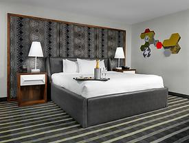 Luxury Suite - Bed & Bubbles.png
