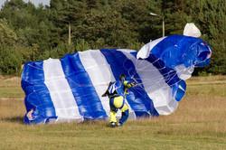 Fallschirmspringer in Zerbst