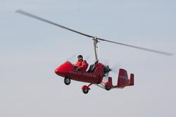 Gyrocopter über dem Flugplatz Zerbst