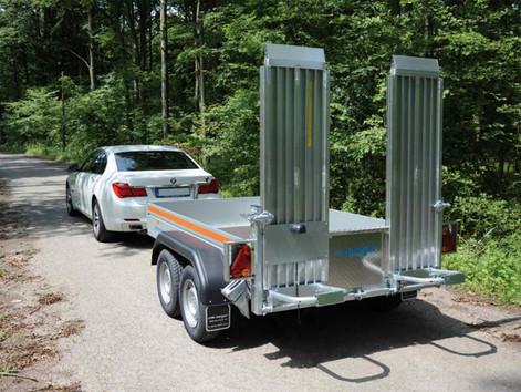 Alu-Minibagger-Anhänger,-Tiefladerausfüh