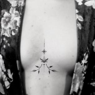underboop_fineline_tattoo_isa.tatu