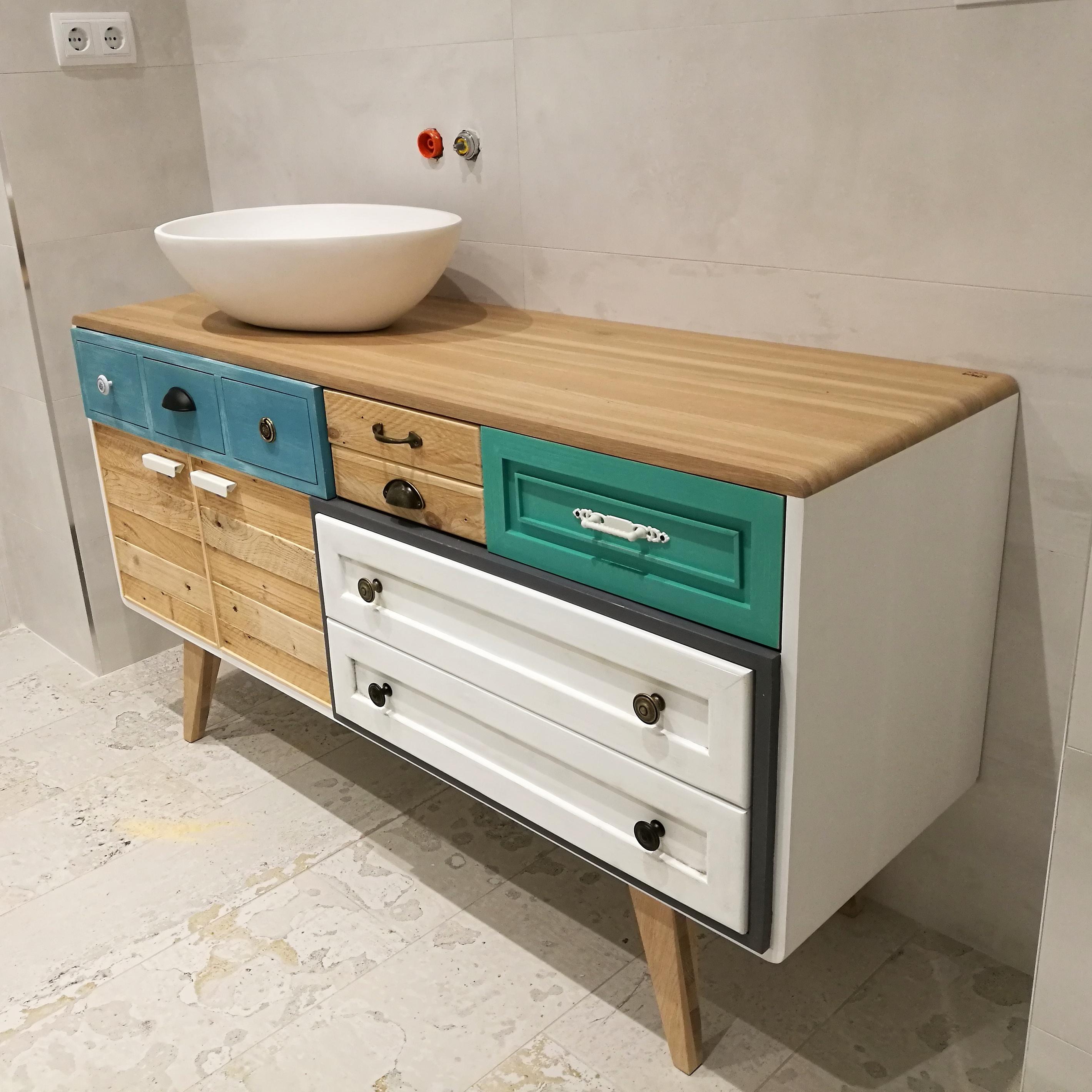 Mueble de baño a medida en roble.