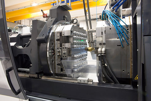Injection molding machines in a large fa