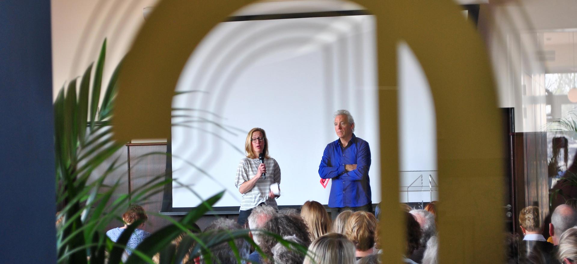 Berthold interviewt Linda van de Veerdonk, aanjager van de professionele leergemeenschap bij Top VVE Dordrecht.