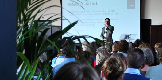 Walter de Wit sluit af met een presentatie over landelijk VVE-beleid.