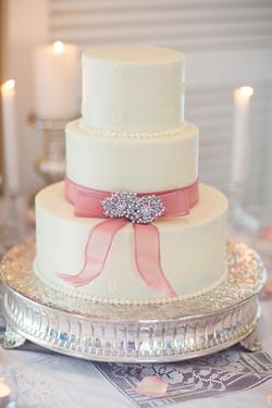 7- Simple Ribbon Wedding Cake