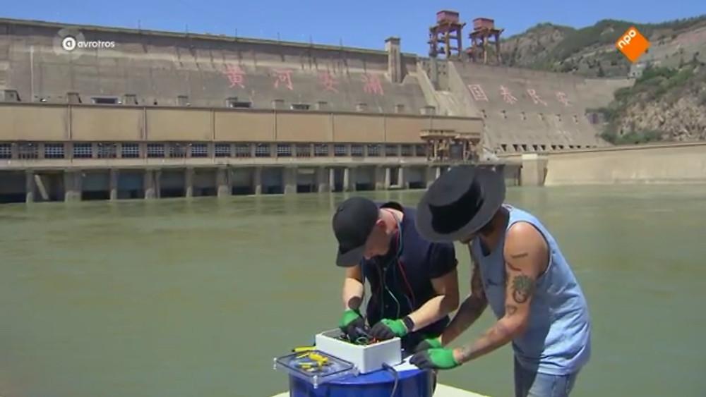 Rob en Claes bij de dam
