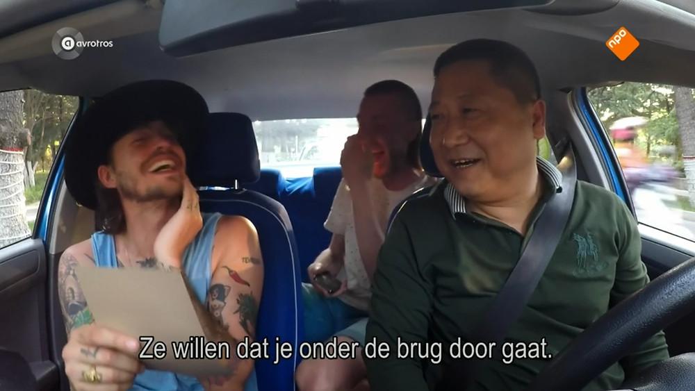 Rob en Nathan in de taxi