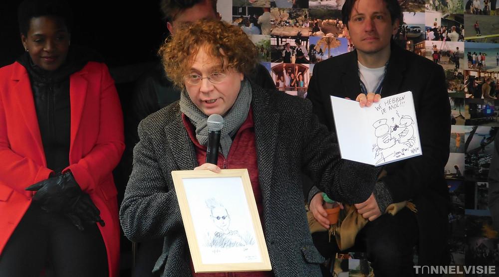 Jean-Marc veilt zijn tekeningen