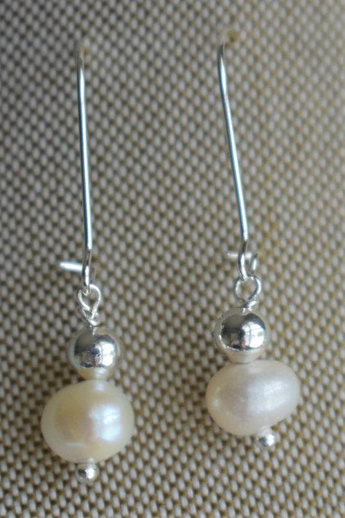 freshwater pearl & silver dot
