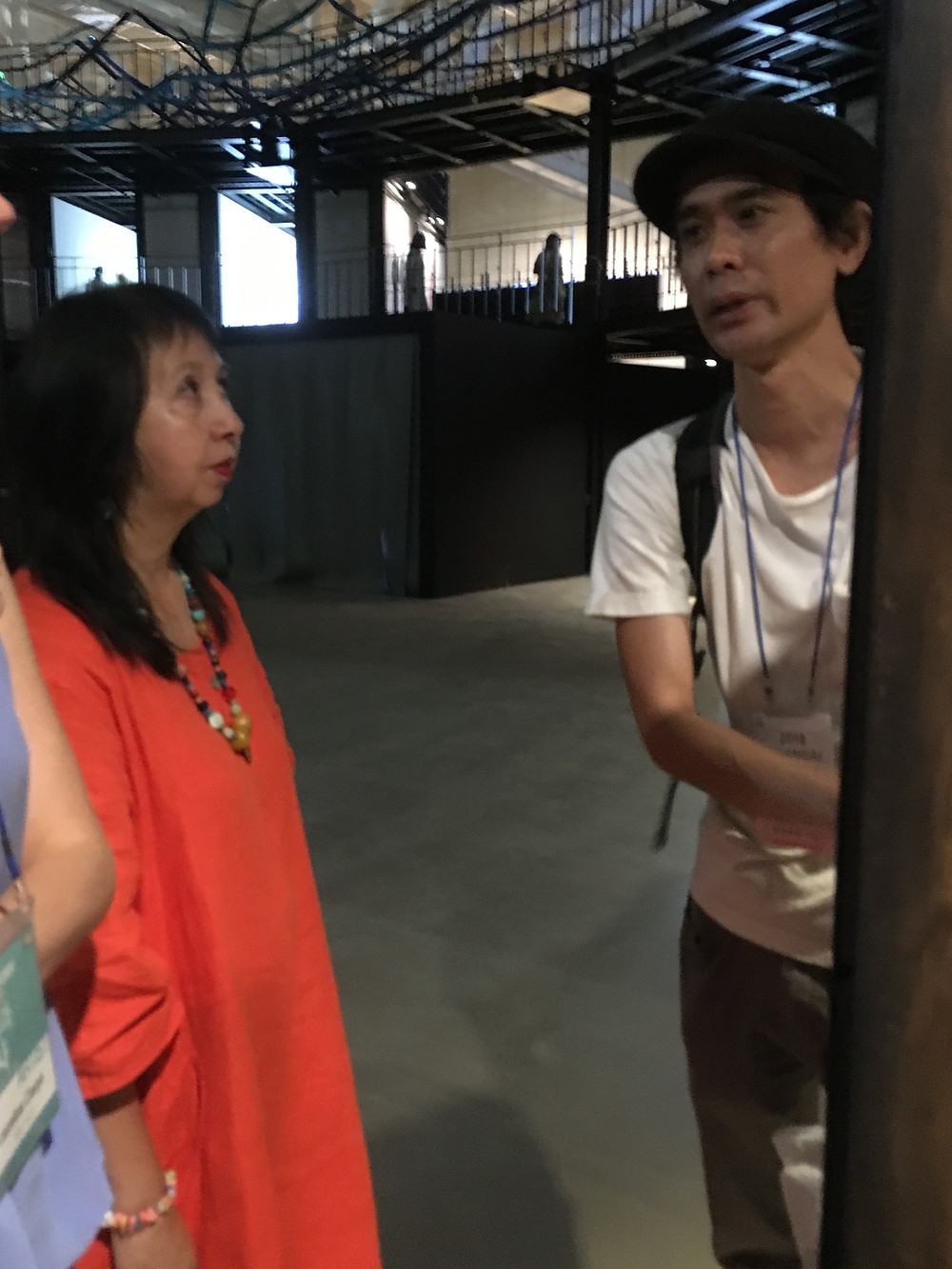 Panni Loh discussin with Yoshitomo Narra