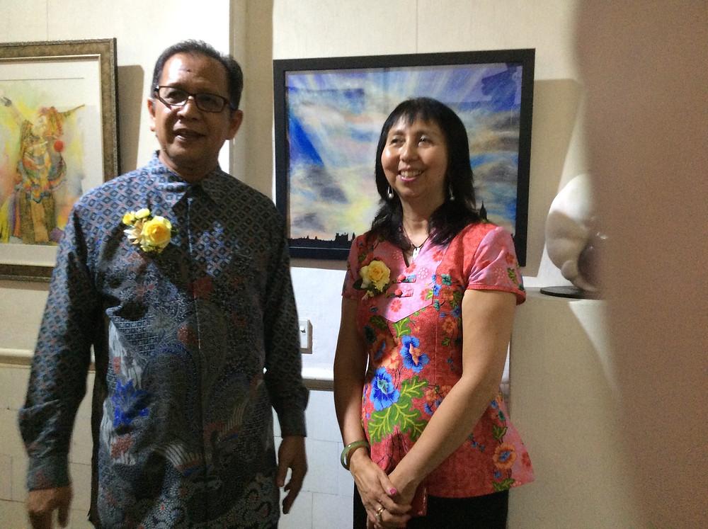 Dato Abdul HalimBin Hussain with Panni Loh and her painting 'London'