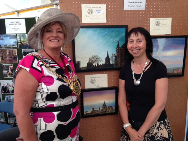 Lord Mayor Councillor Denise Fox awarding Panni Loh winning entry for 'Sheffield Cathedral Jet Streams'