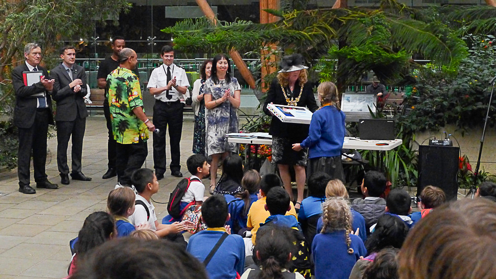 Children's art prizing giving by Lord Mayor of Sheffield Councillor Anne Murphy-Photo Lee Furness