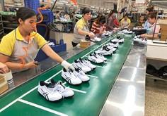 アシックス、ベトナム生産6割に 中国の比率1%