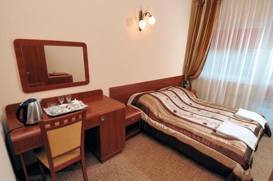 pokój 2 os.st.hotel.łoże małżeńskie.jpg