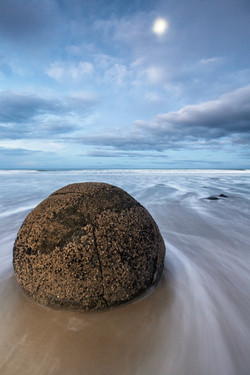 Moeraki Boulders, New Zealand_