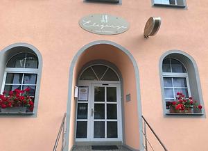 Bild Salon Eleganze Neue Fassade.png