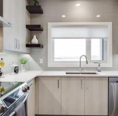 kitchen-cabinets-with-tiled-backsplash.j