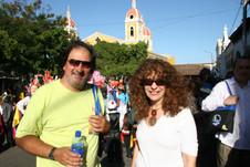 Junto a la escritora nicaragüense Gioconda Belli, en Granada, Nicaragua.