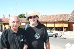 Junto al poeta peruano Carlos Germán Belli, en Nicaragua.