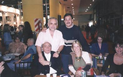 Junto a los poetas Joaquín Giannuzzi, Patricia Severín y Rogelio Ramos Signes, en la Feria del Libro en Buenos Aires.