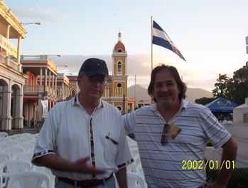 Junto al poeta mexicano Marco Antonio Campos, en Nicaragua.