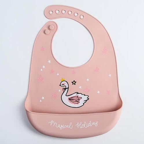 Нагрудник силиконовый, на кнопках, с карманом «Лебедь», цвет розовый