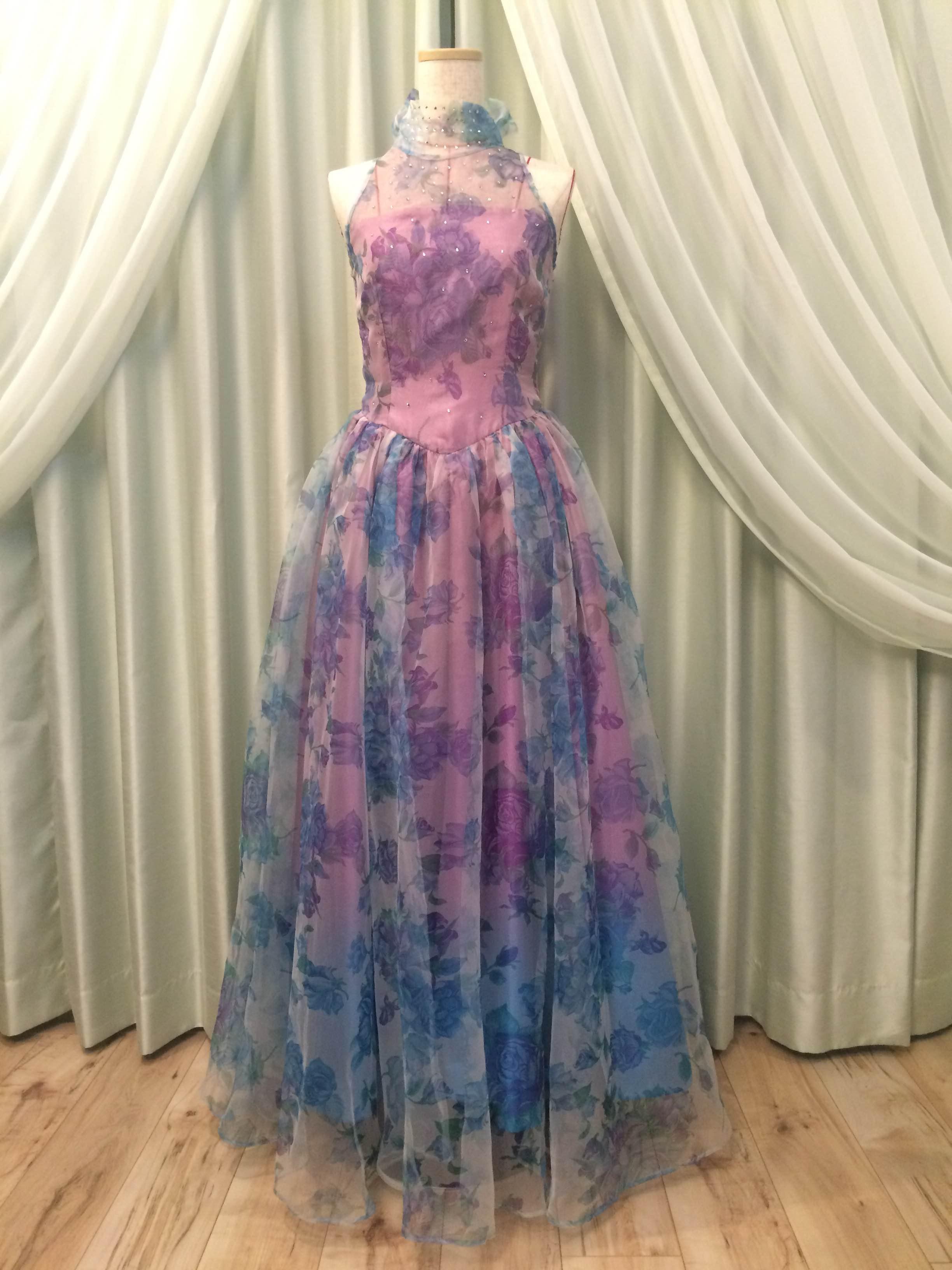 青いバラのドレス