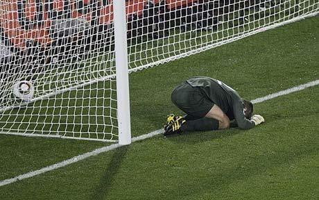 Resultado de imagem para goalkeeper fail