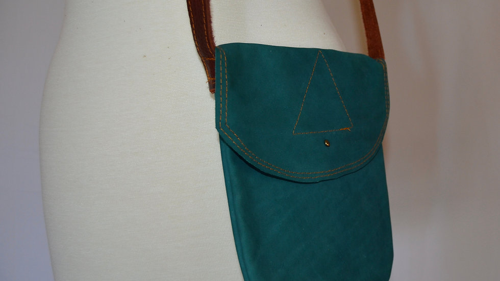 Emerald Green Leather Pouch with Triangle (rounded flap)
